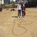 On ne compte plus les inscriptions et croix Mej sur le sable !