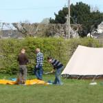 Les monteurs et démonteurs de tentes de l'association Mej35