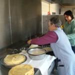 Les cuisiniers, en action pour préparer quelques 200 crêpes !